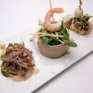 06-2010 - Gefileerde ossenstaart met sesamsaus, salade met garnaal, gefrituurde visbal met bamboespringroll 牛蝦魚小食.jpg